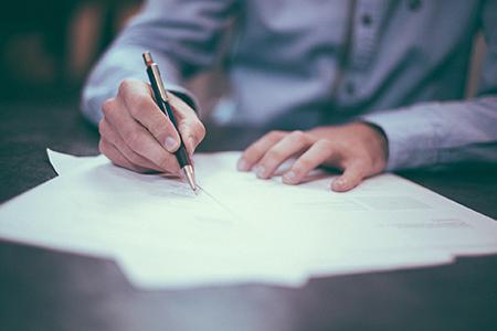Signature d'un prêt immobilier avec la clause de transférabilité